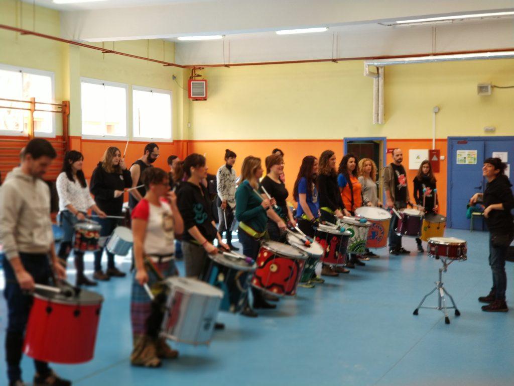 Noelia Álvarez impartiendo taller de Samba reggae